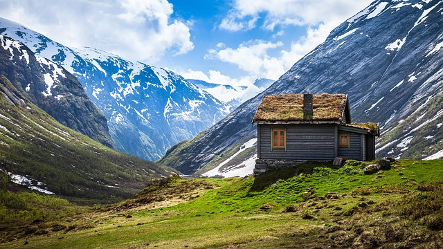 5 Perfect Vacation Getaways in a Mountain Cabin Rental - CosmoLogin com